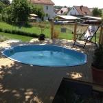 Mały basen na tarasie.