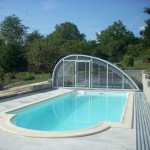 Piękny basen zewnętrzny