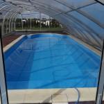 Czyszczenie basenu automatycznym odkurzaczem